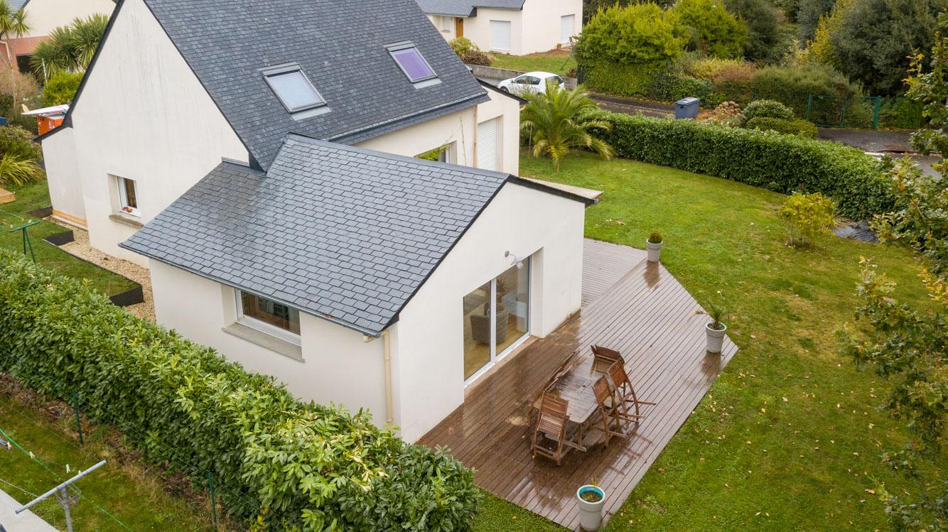 Extension maison traditionnelle ardoise terrasse