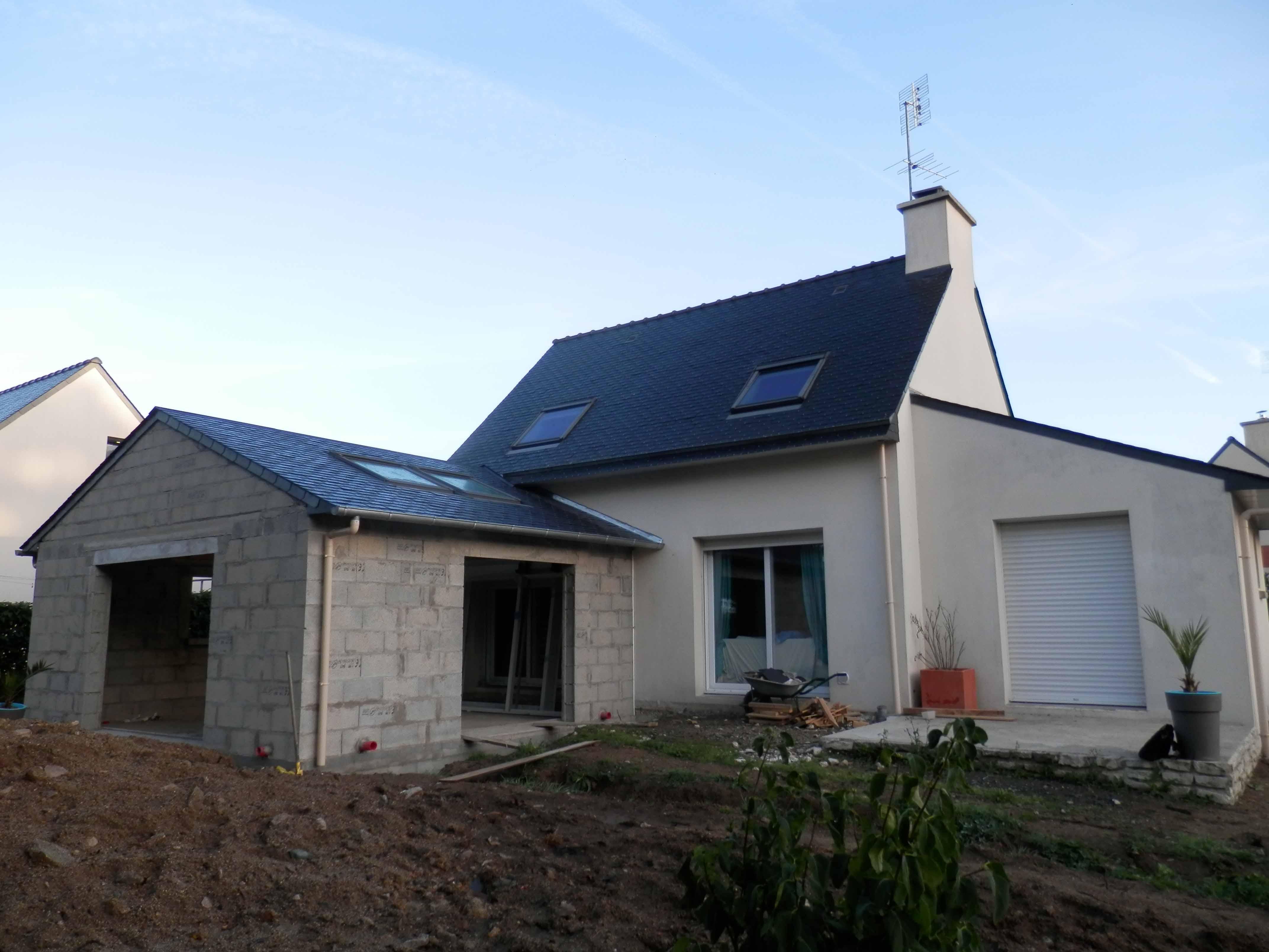 Construction extension maison couverture ardoise puits de lumière Vélux
