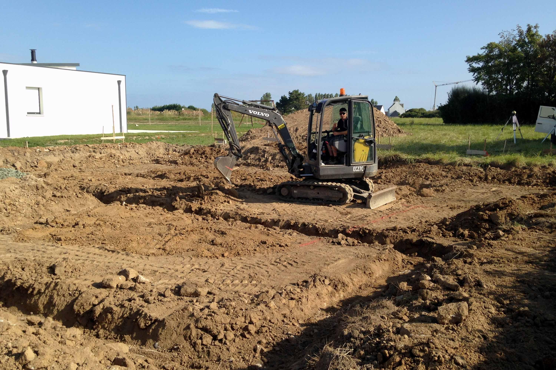 Terrassement d'une maison neuve - Fouille en rigole pour fondation en semelle filante